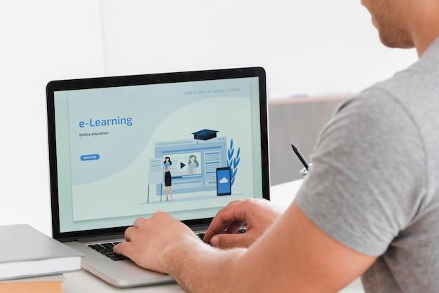 Página de destino de e-learning para estudantes universitários