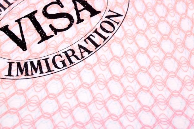 Página de passaporte do documento de visto de imigração de perto