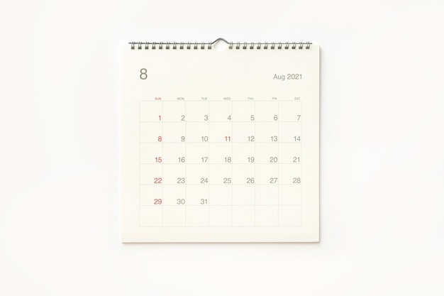 Página do calendário de agosto de 2021 em fundo branco. plano de fundo do calendário para lembrete, planejamento de negócios, reunião marcada e evento.
