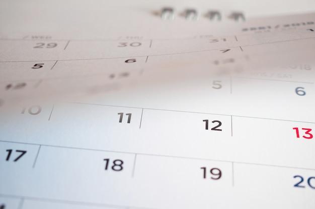 Página do calendário virando a folha do plano de fundo