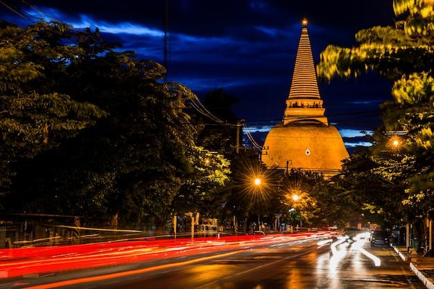Pagoda dourada phra pathom chedi da província de nakhon pathom ásia tailândia