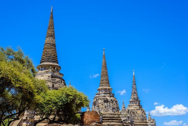 Pagode antigo em wat phrasisanpetch (phra si sanphet). cidade histórica de ayutthaya, tailândia