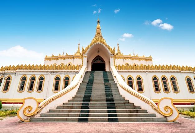 Pagode birmanês no templo do cavalo branco em luoyang