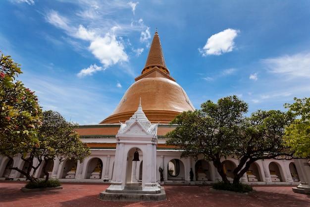 Pagode de ouro, phra pathom chedi na tailândia