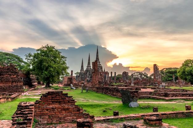 Pagode de wat phra si sanphet 3 construído no período de ayutthaya.