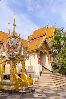 Pagode dourado wat phra that doi suthep em chiang mai, tailândia