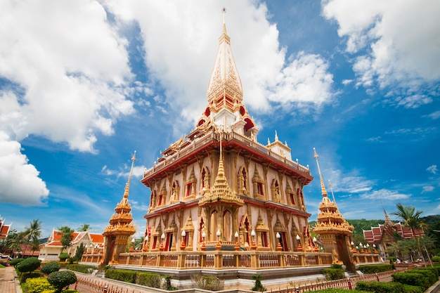 Pagode em wat chalong, phuket, tailândia