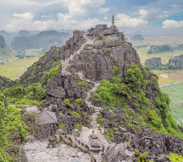 Pagode principal dos campos de arroz do templo hang mua ninh binh vietnã vietnam reabre fronteiras após quarentena