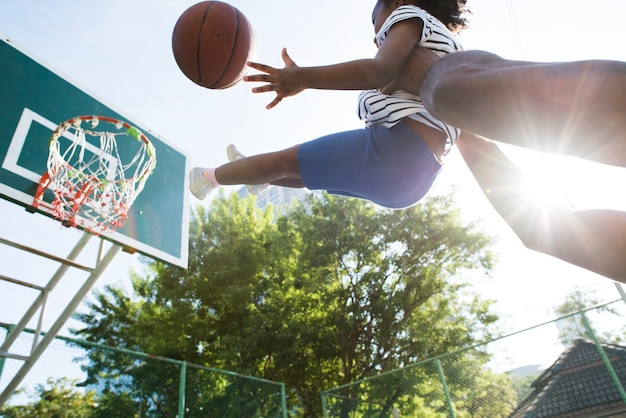 Pai, basquetebol jogo, com, seu, criança
