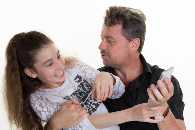 Pai e filha se divertindo isolado