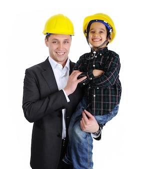 Pai e filho jogando como arquitetos