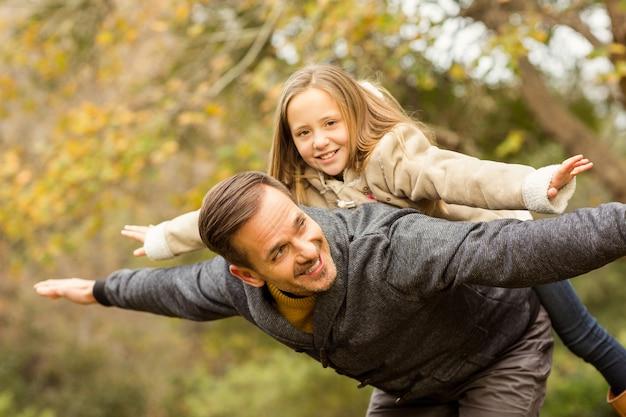 Pai, e, seu, filha, imitatimg, avião, ligado, um, autumns, dia