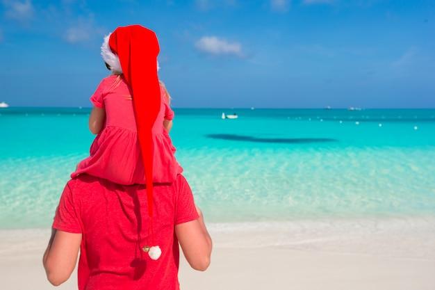 Pai filha, em, chapéu santa, em, praia tropical