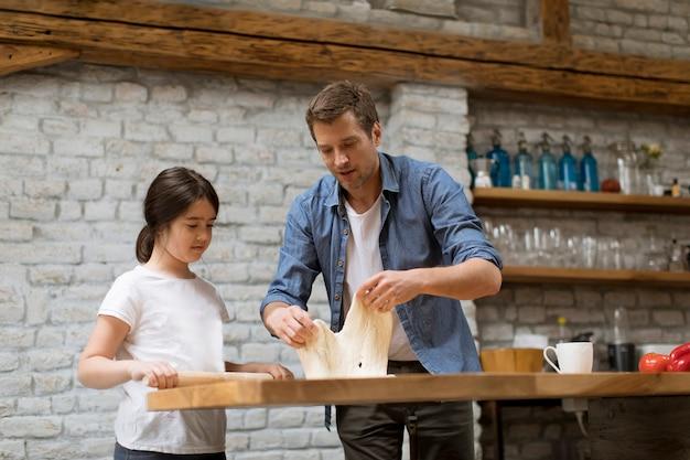 Pai filha, fazer pão, cozinha