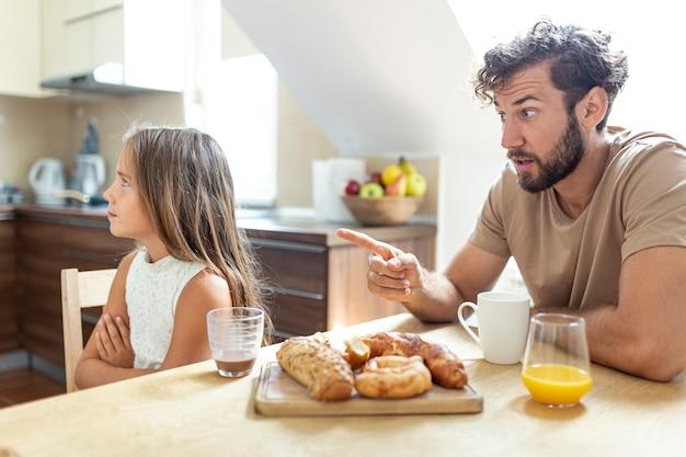 Pai filha, tendo, um, argumento
