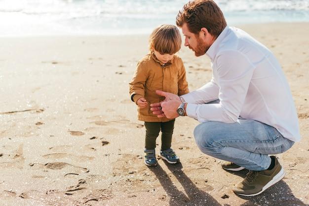 Pai filho, ligado, praia