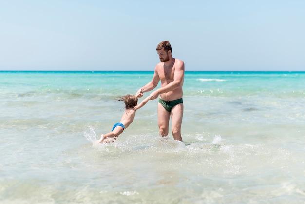Pai, girar, criança, mar