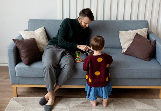 Pai passando tempo com sua filha