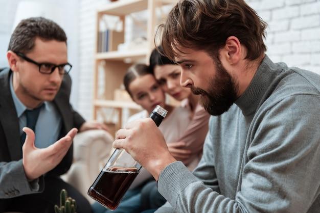 Pai, psicólogo, escritório, alcoolismo, problemas
