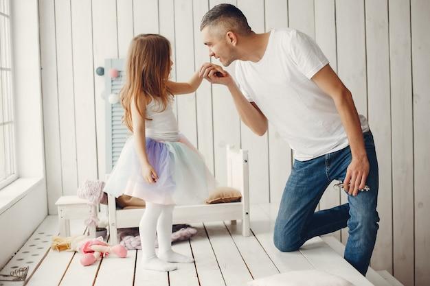 Pai, tocando, com, um, filha pequena