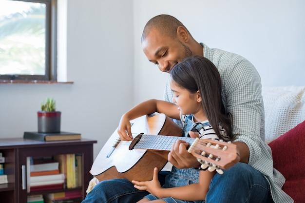 Pai, violão jogo, com, filha