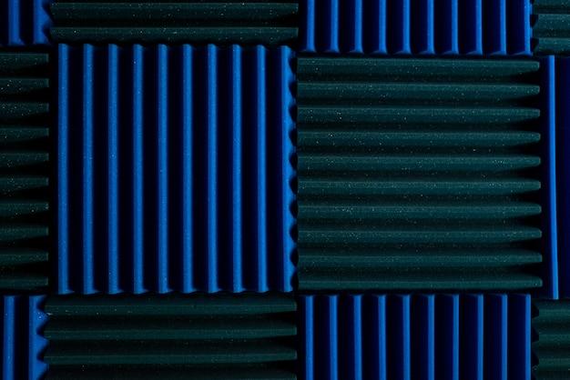Painéis de isolamento acústico em um estúdio de gravação de música.