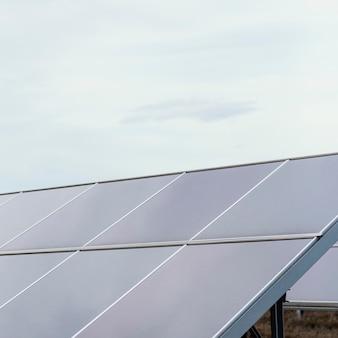 Painéis solares com cópia espaço