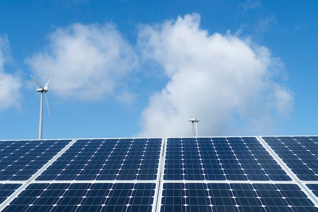Painéis solares e turbinas eólicas, energia eólica + energia solar