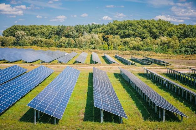 Painéis solares em vista aérea