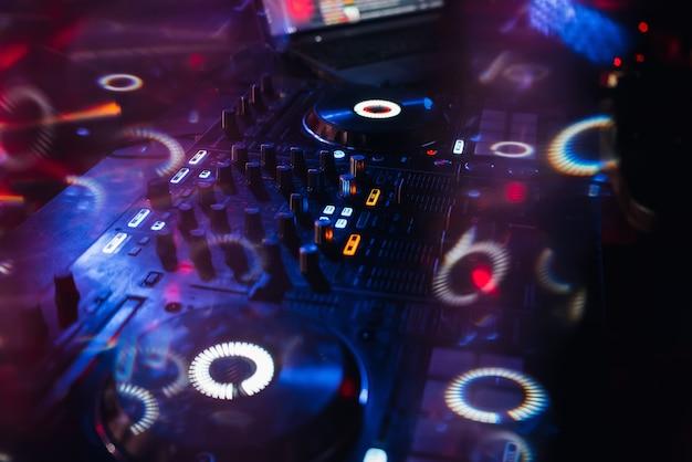 Painel controlador de dj ativado para som e música profissional