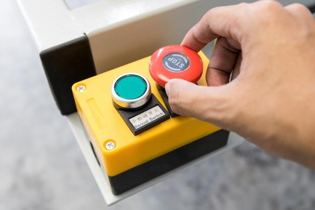 Painel de controle da máquina para iniciar e parar de trabalhar na fábrica da indústria