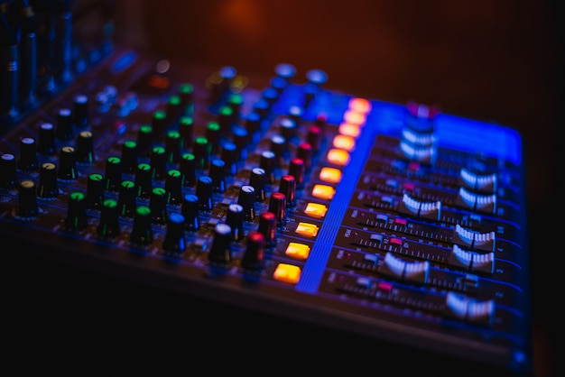 Painel de controle de áudio, abertura de música para entretenimento