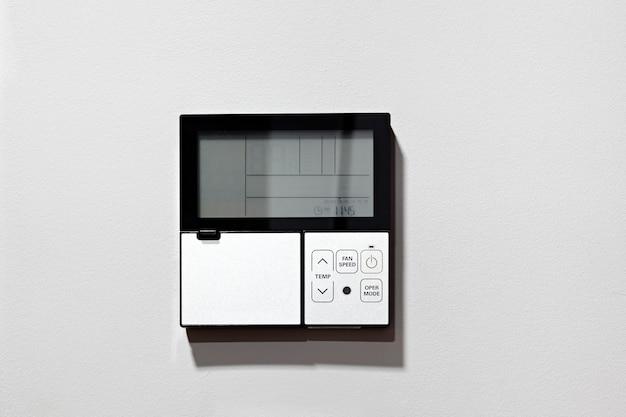 Painel de controle do ar condicionado.