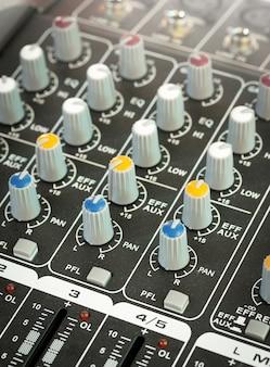 Painel de controle do mixer de música de som
