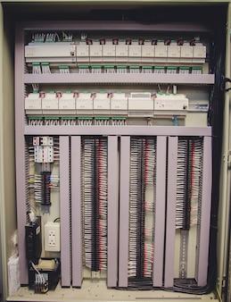 Painel de controle na sala de controle.
