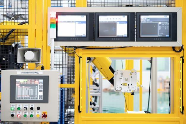 Painel de controle para uso com robô em fábrica inteligente de automação