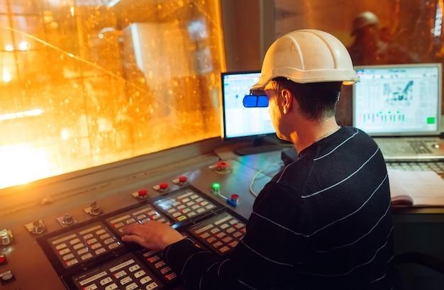 Painel de controle. planta de produção de aço.