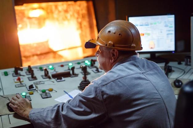 Painel de controle. planta para a produção de aço.