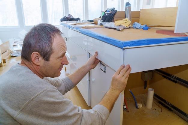 Painel de gabinete materiais instalados móveis decoração melhoria home