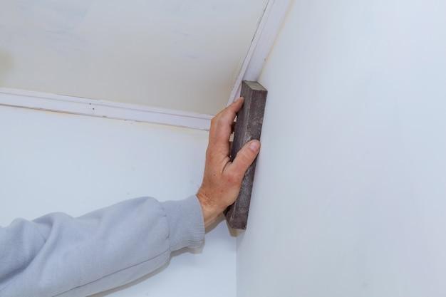 Painel de gesso na forma de na parede.