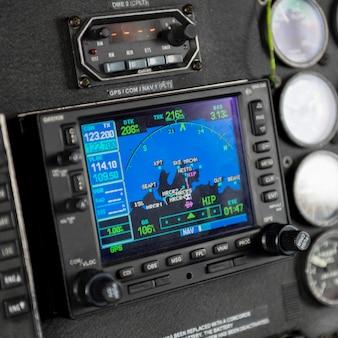 Painel de instrumentos da cabine de pilotagem do helicóptero sikorsky, distrito regional de skeena-queen charlotte, haida gwaii,