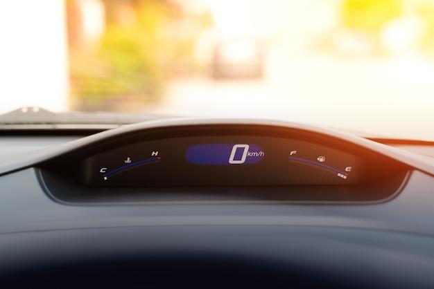 Painel de medidor de velocidade do carro e cockpit, close-up