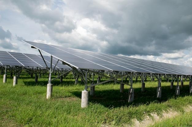 Painel fotovoltaico ou solar para energia renovável ou eletricidade