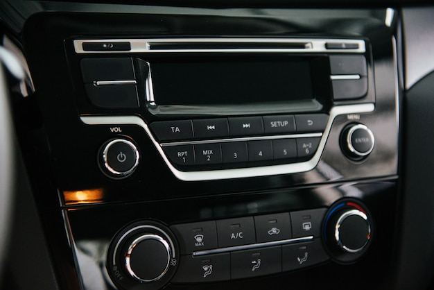 Painel frontal do sistema de áudio do carro