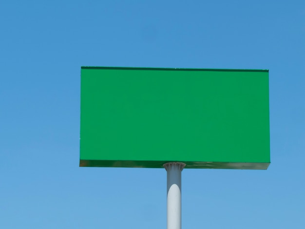 Painel retangular verde para propaganda. painel publicitário.