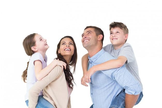 Pais, dar, carona piggyback, para, crianças, enquanto, olhar