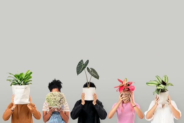 Pais de planta segurando um fundo de vasos de plantas