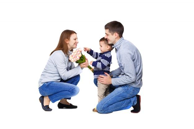 Pais e uma criança pequena