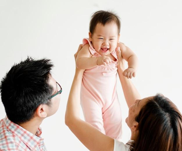 Pais, tocando, com, seu, bebê