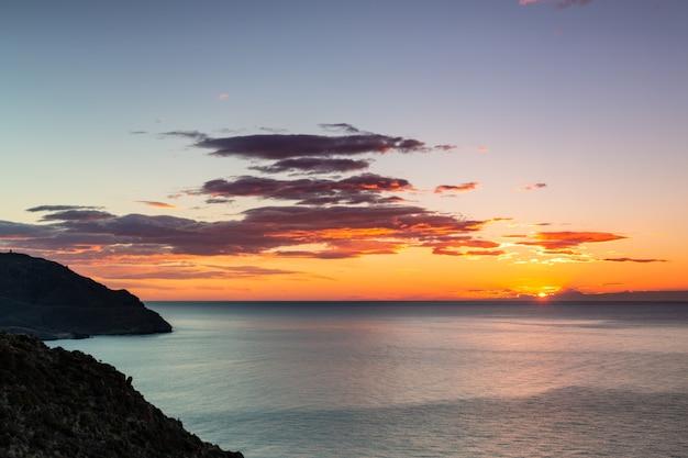 Paisagem ao nascer do sol do ponto de vista do amatista.